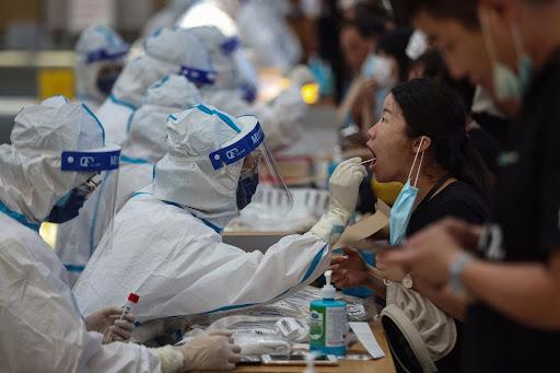 Mở cửa chưa đầy 1 tháng, Trung Quốc lại phải phong toả thành phố 4,5 triệu dân do bùng phát dịch - Ảnh 1.