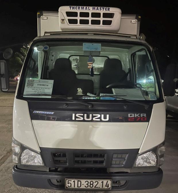 Kiến nghị thu hồi giấy nhận diện xe chở 15 người trong thùng lạnh - Ảnh 1.