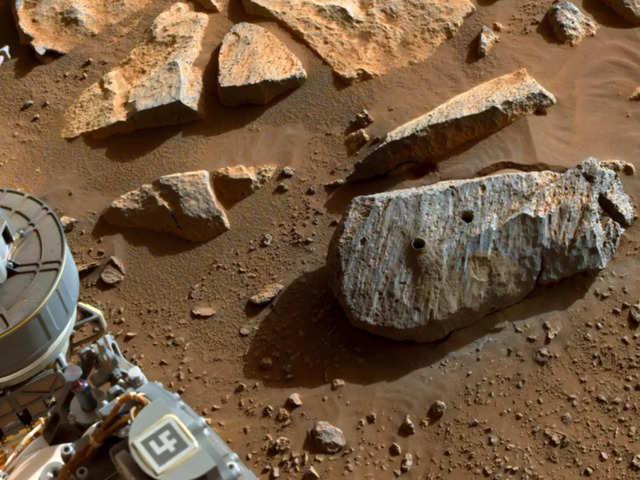 Phân tích mẫu đá trên Sao Hỏa, phát hiện nước từng tồn tại cách đây hàng chục nghìn năm trên Hành tinh Đỏ - Ảnh 1.