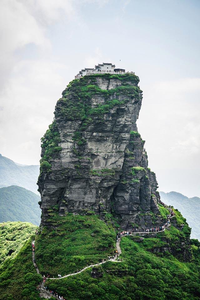 Ngôi chùa nằm trên đỉnh núi tách đôi được ví như tiên cảnh nhân gian nhưng vẫn tồn tại bí ẩn khiến hậu nhân đau đầu - Ảnh 6.