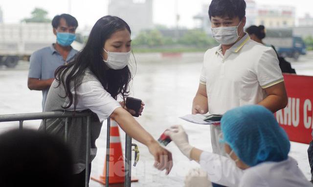 Bộ Công an bắt đầu quét mã QR Code cho xe cá nhân tại 23 chốt kiểm soát dịch ở Hà Nội  - Ảnh 7.
