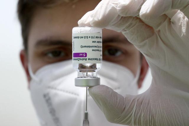 """Kinh tế thế giới có thể """"bốc hơi"""" hơn 2.000 tỷ USD vì phân phối vaccine không đều - Ảnh 1."""