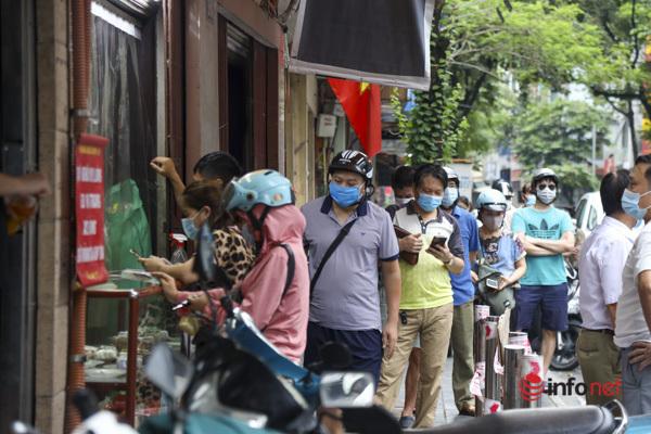 Thị trường bánh Trung thu Hà Nội, nơi xếp hàng dài chờ mua, nơi lại vắng khách  - Ảnh 11.