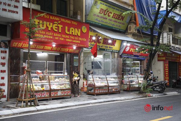 Thị trường bánh Trung thu Hà Nội, nơi xếp hàng dài chờ mua, nơi lại vắng khách  - Ảnh 14.