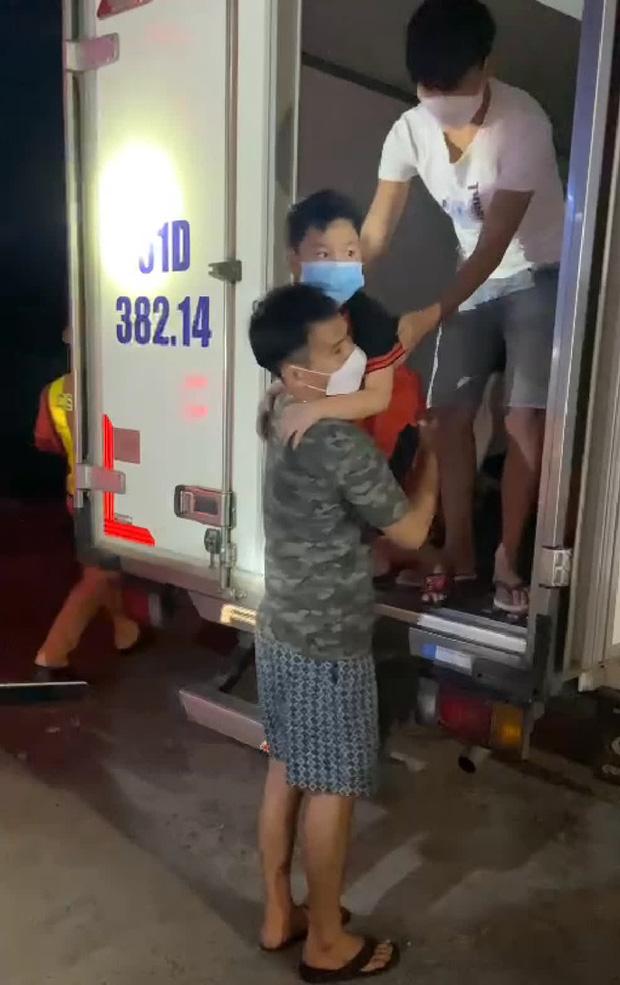 Bình Thuận đưa 15 người ngồi thùng xe đông lạnh né chốt về quê - Ảnh 4.