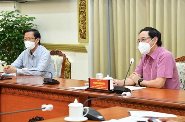 Bí thư Nguyễn Văn Nên: Phải tính đến mức độ giãn cách đảm bảo an toàn, không thể không mở cửa lúc này - Ảnh 1.
