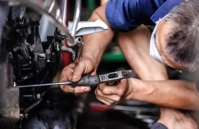 CLIP: Được mở trở lại, nhiều cửa hàng sửa chữa xe máy từ chối nhận khách vì quá tải  - Ảnh 9.
