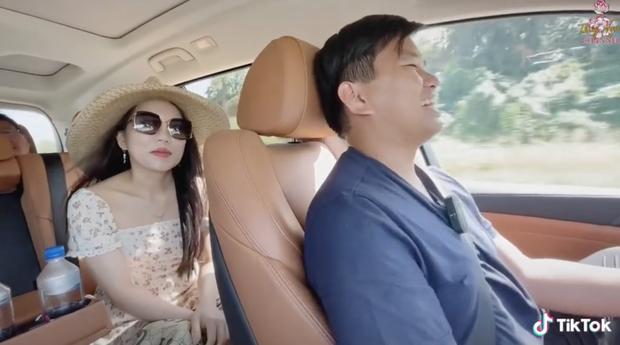 Vợ triệu phú đô la Vương Phạm: Học rất giỏi, lương cả chục nghìn USD nhưng chồng không cho đi làm - Ảnh 1.