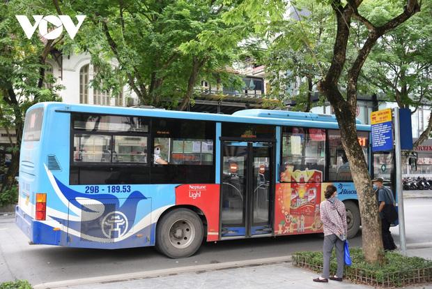 Những ai được đi xe buýt ở Hà Nội sau ngày 21/9? - Ảnh 1.