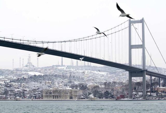 Từ các dự án xây cầu ở Mỹ, Thuỵ Điển, Trung Quốc đến cầu 8.900 tỷ đồng nối quận Hoàn Kiếm với Long Biên: Tác động kinh tế mang lại là gì?  - Ảnh 1.