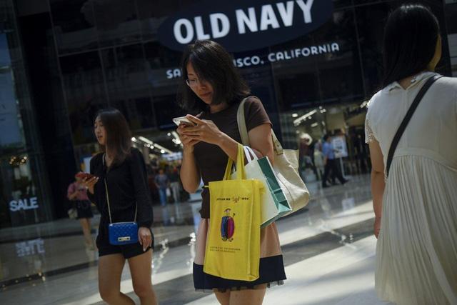 Giới trẻ, tầng lớp trung lưu Trung Quốc ngày càng chuộng thời trang nhanh nội địa: Li Ning, Anta lên hương, cái kết đắng đang chờ Zara, H&M  - Ảnh 1.