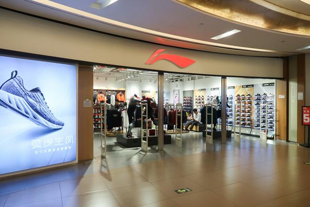 Giới trẻ, tầng lớp trung lưu Trung Quốc ngày càng chuộng thời trang nhanh nội địa: Li Ning, Anta lên hương, cái kết đắng đang chờ Zara, H&M  - Ảnh 2.