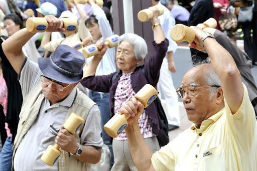 Cuộc sống trẻ hóa của người già tại Nhật Bản: Sống độc lập, kết giao với bạn bè, phong cách sống cực kỳ phong phú không hề kém thanh niên  - Ảnh 2.