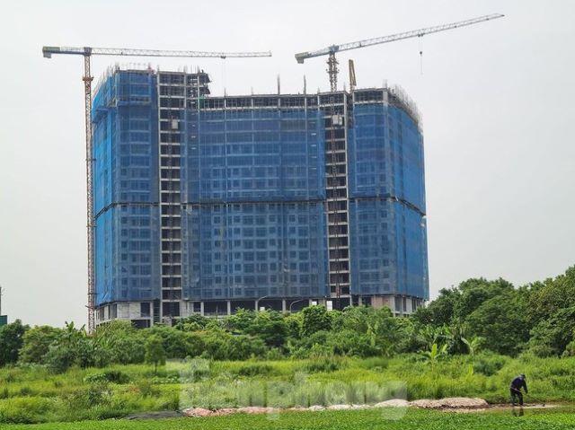 Hà Nội cho phép các công trình, dự án thi công trở lại - Ảnh 1.