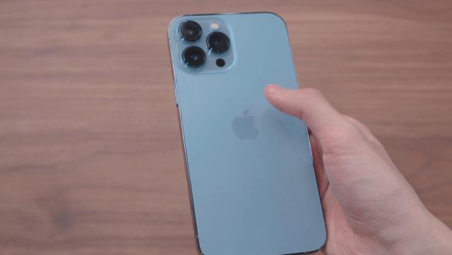 Một người chi hơn 140 triệu đồng để sở hữu iPhone 13 đầu tiên tại Việt Nam  - Ảnh 2.