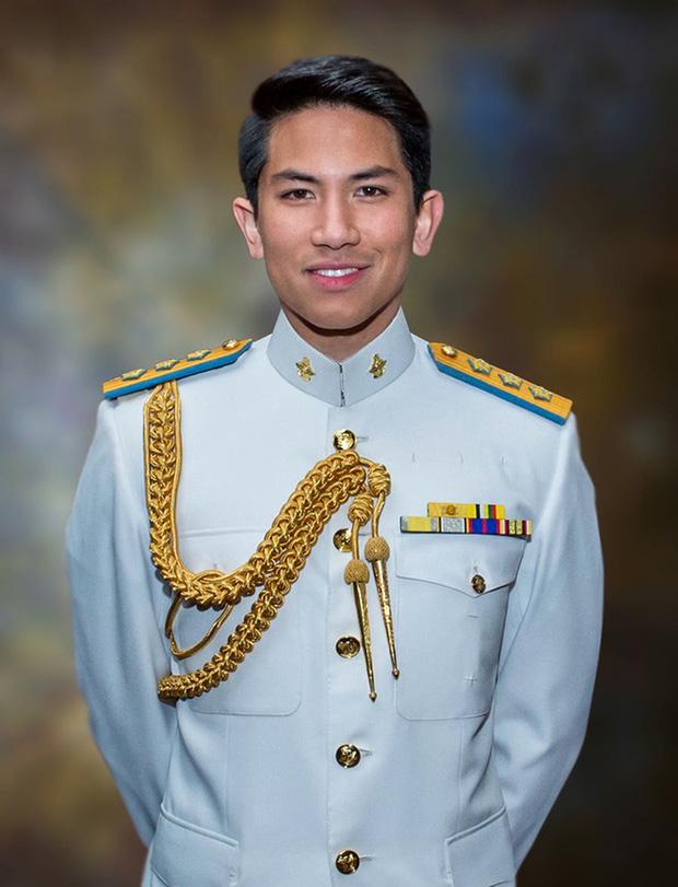 """Hoàng tử điển trai nhất Brunei - người thừa kế 20 tỷ USD """"cực phẩm"""" từ đầu đến chân từng làm MXH náo loạn giờ có cuộc sống thế nào? - Ảnh 3."""