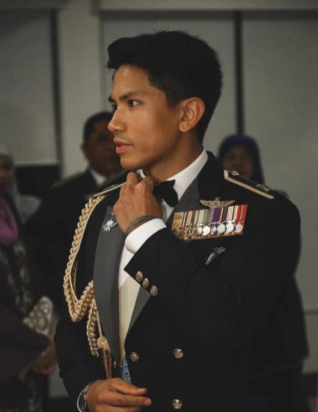 """Hoàng tử điển trai nhất Brunei - người thừa kế 20 tỷ USD """"cực phẩm"""" từ đầu đến chân từng làm MXH náo loạn giờ có cuộc sống thế nào? - Ảnh 8."""