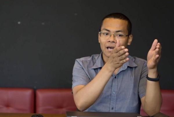 Chuyên gia truyền thông kì cựu nói về lùm xùm nghệ sĩ làm từ thiện: Đang đi vào vết xe đổ của MC Phan Anh, chỉ ra cách lật ngược thế cờ - Ảnh 1.