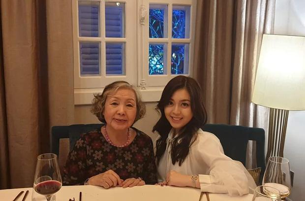 Ái nữ sinh năm 2000 trong gia tộc Sơn Kim: Thừa hưởng trọn vẹn nét đẹp của cha mẹ, thần thái sang chảnh hớp hồn - Ảnh 1.