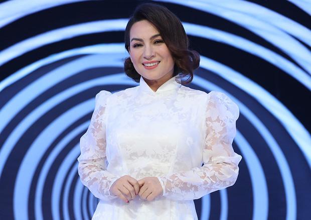 Tuổi thơ bất hạnh của cố ca sĩ Phi Nhung: Bị bỏ ngoài chùa, mẹ qua đời mới dám nói chuyện - Ảnh 1.