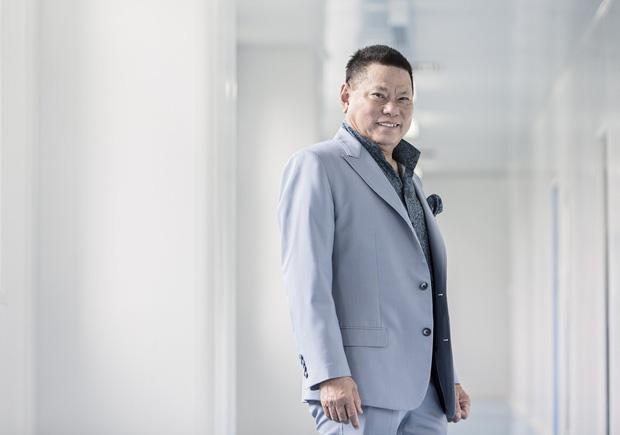 Tỷ phú hứa thay Phi Nhung lo cho 23 trẻ mồ côi: Top 400 người giàu nhất nước Mỹ, ở khu biệt thự hơn 720 tỷ đồng - Ảnh 2.