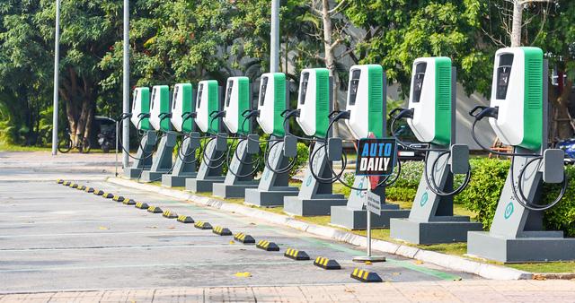 GDP bình quân đầu người Việt Nam còn quá thấp để người dân sở hữu xe 4 bánh thường, chưa nói đến xe điện  - Ảnh 1.