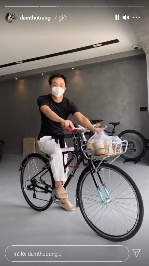 Không chọn siêu xe, Nguyễn Quốc Cường lại thồ trà sữa bằng xe đạp, một chi tiết trên thân xe bất ngờ gây chú ý - Ảnh 1.