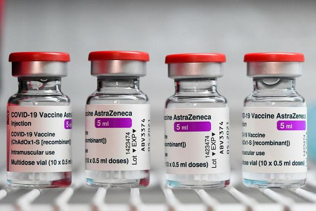 So sánh 4 loại vaccine COVID-19, phát hiện vaccine AstraZeneca đứng số 1 về giảm nguy cơ nhập viện - Ảnh 1.
