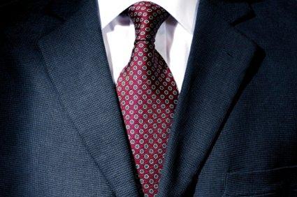 Vest, suit đôi khi quá nặng nề, trịnh trọng cho một buổi gặp mặt thông thường, nó tạo cho người đối diện cảm giác quá nghiêm túc tới không cần thiết.