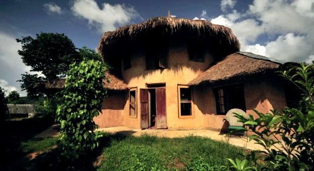 Một trong những ngôi nhà của Jon Jandai