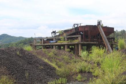 Nhà máy quặng sắt Vũ Quang bỏ hoang lâu nay cũng xem như chết theo Nhà máy thép Vạn Lợi. Ảnh: Trần Tuấn