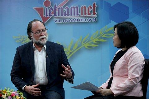 GS Harvard nói về căn bệnh già vẫn chưa giàu của Việt Nam - Ảnh 1.