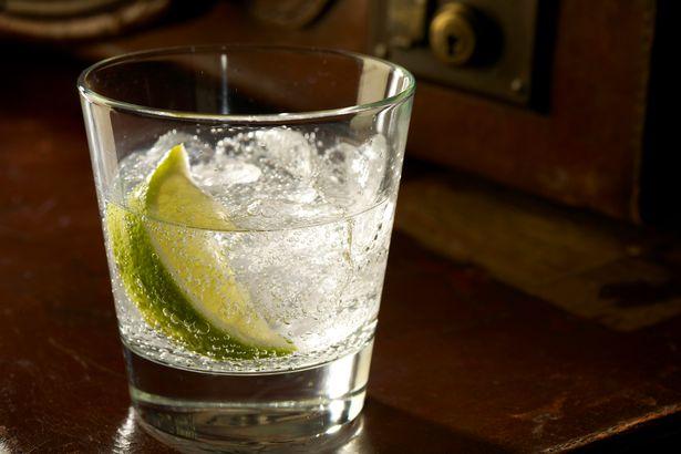 Những lát chanh trong đồ uống, chúng lại có thể chứa cả vi khuẩn trong phân thải