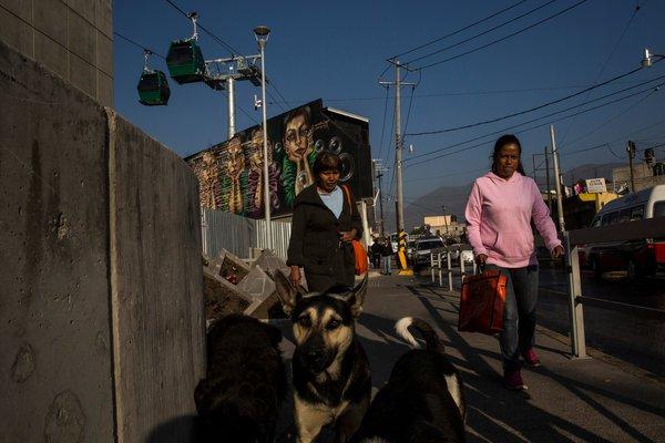 Đi lại bằng cáp treo để tránh tắc đường - Chuyện không lạ ở nhiều thành phố Mỹ Latinh - Ảnh 2.
