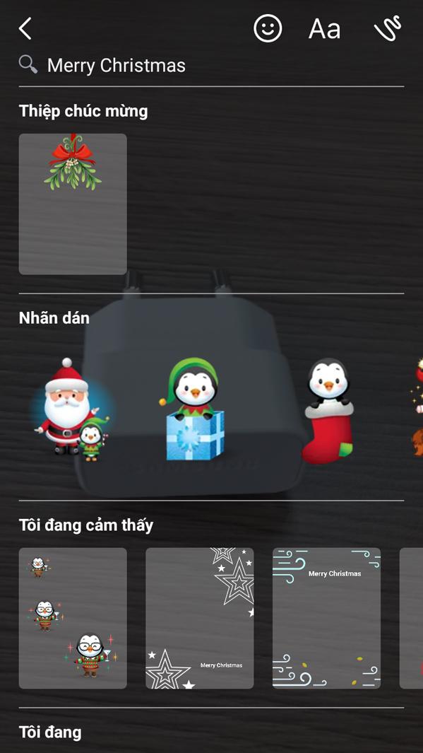Hướng dẫn chụp ảnh Facebook Messenger kiểu năm mới 2017: Bấm lựa chọn sticker, mặt nạ trong bảng lựa chọn. Lưu ý chúng ta có thể chọn cùng lúc nhiều sticker trong một khung hình.