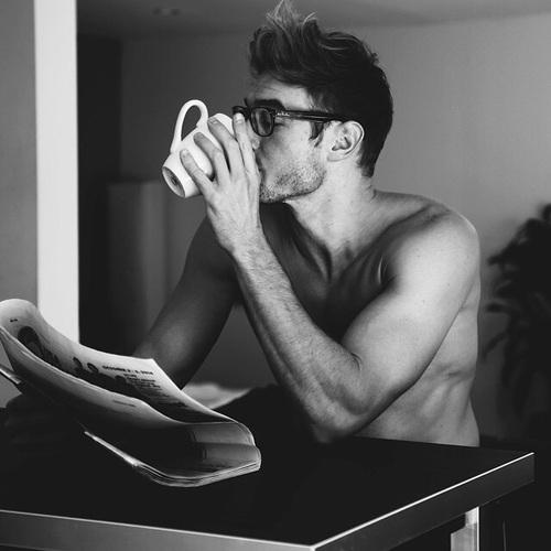 Bớt xem TV lại và dành nhiều thời gian hơn để đọc sách. Học không bao giờ là muộn