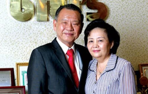 Doanh nhân Vưu Khải Thành và vợ Lai Khiêm.