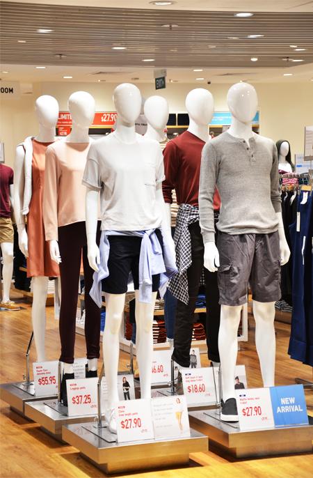 Chẳng ai khen đồ Uniqlo đẹp, hợp mốt, nhờ đâu nhà bán lẻ thời trang Nhật vẫn leo lên top đầu thế giới, đe dọa ngôi vương của H&M, Zara? - Ảnh 14.