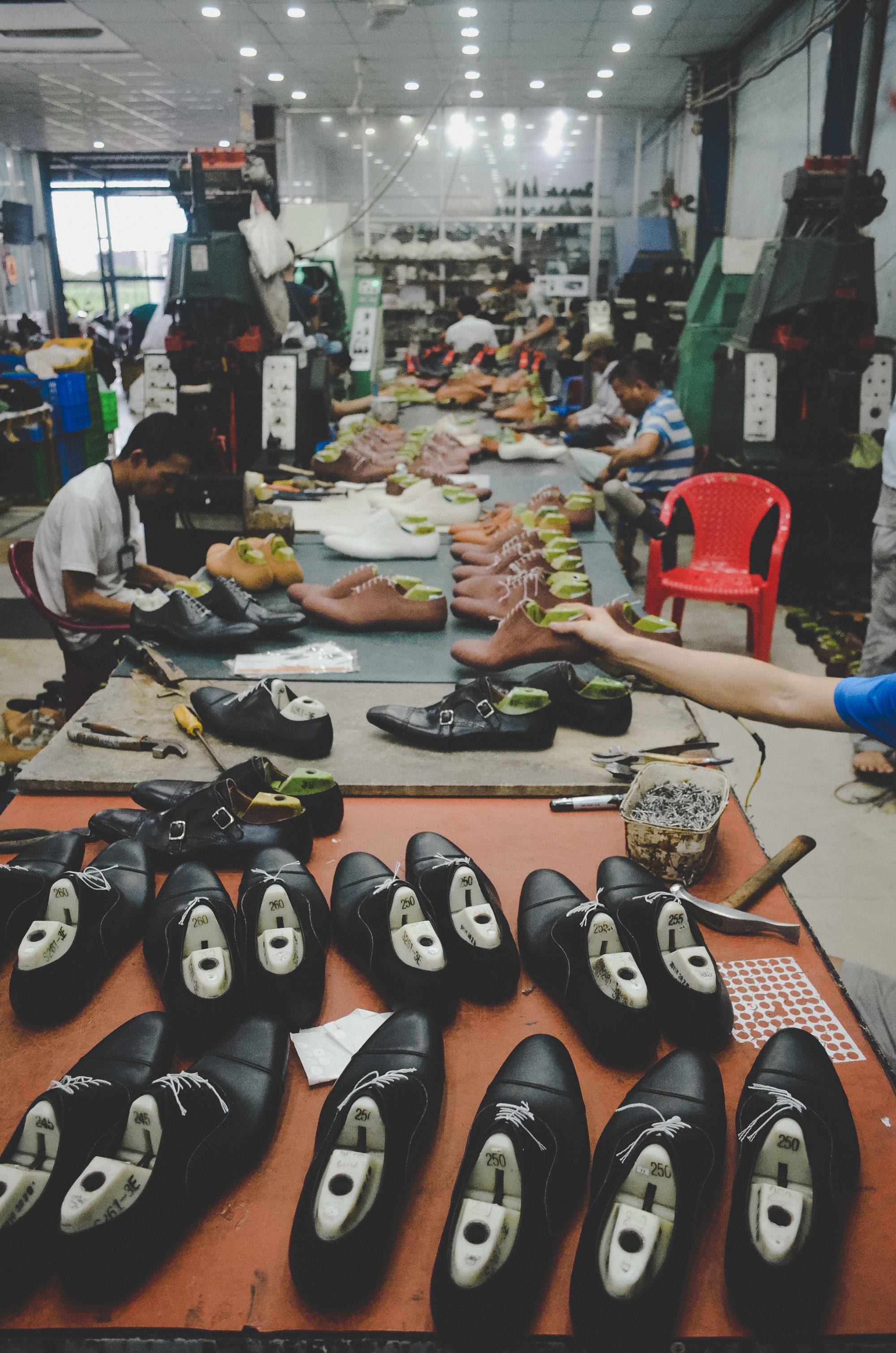 Nơi robot không thay thế được con người: 150 nhân công, 300 đôi giày thủ công cao cấp mỗi ngày và ước mơ khởi nghiệp của doanh nhân Miền Tây sinh năm 1976 - Ảnh 10.