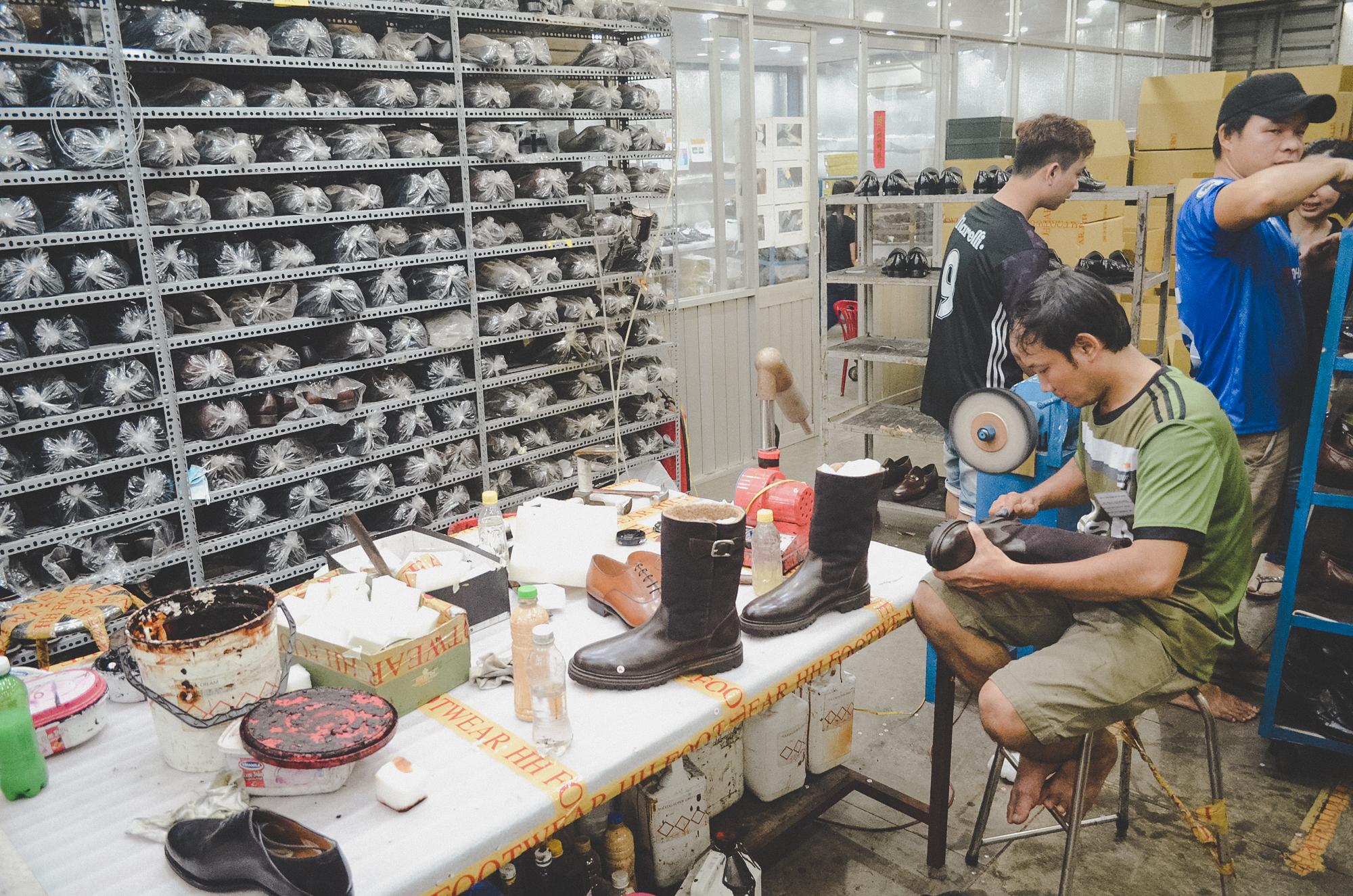 Nơi robot không thay thế được con người: 150 nhân công, 300 đôi giày thủ công cao cấp mỗi ngày và ước mơ khởi nghiệp của doanh nhân Miền Tây sinh năm 1976 - Ảnh 12.