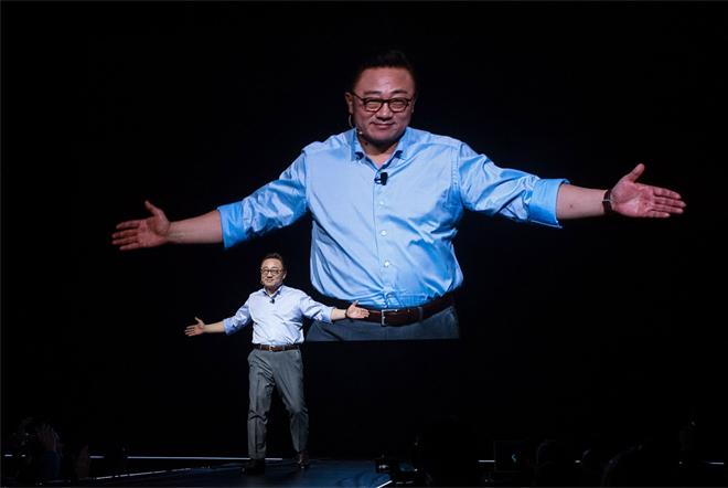 14-1502331495548 Một năm thăng trầm của Samsung: Con bạch ngựa 800.000 USD, Thái tử Lee ngồi tù và doanh thu kỷ lục