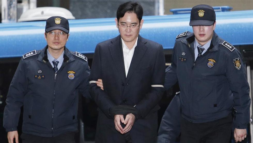 15-1502331540296 Một năm thăng trầm của Samsung: Con bạch ngựa 800.000 USD, Thái tử Lee ngồi tù và doanh thu kỷ lục