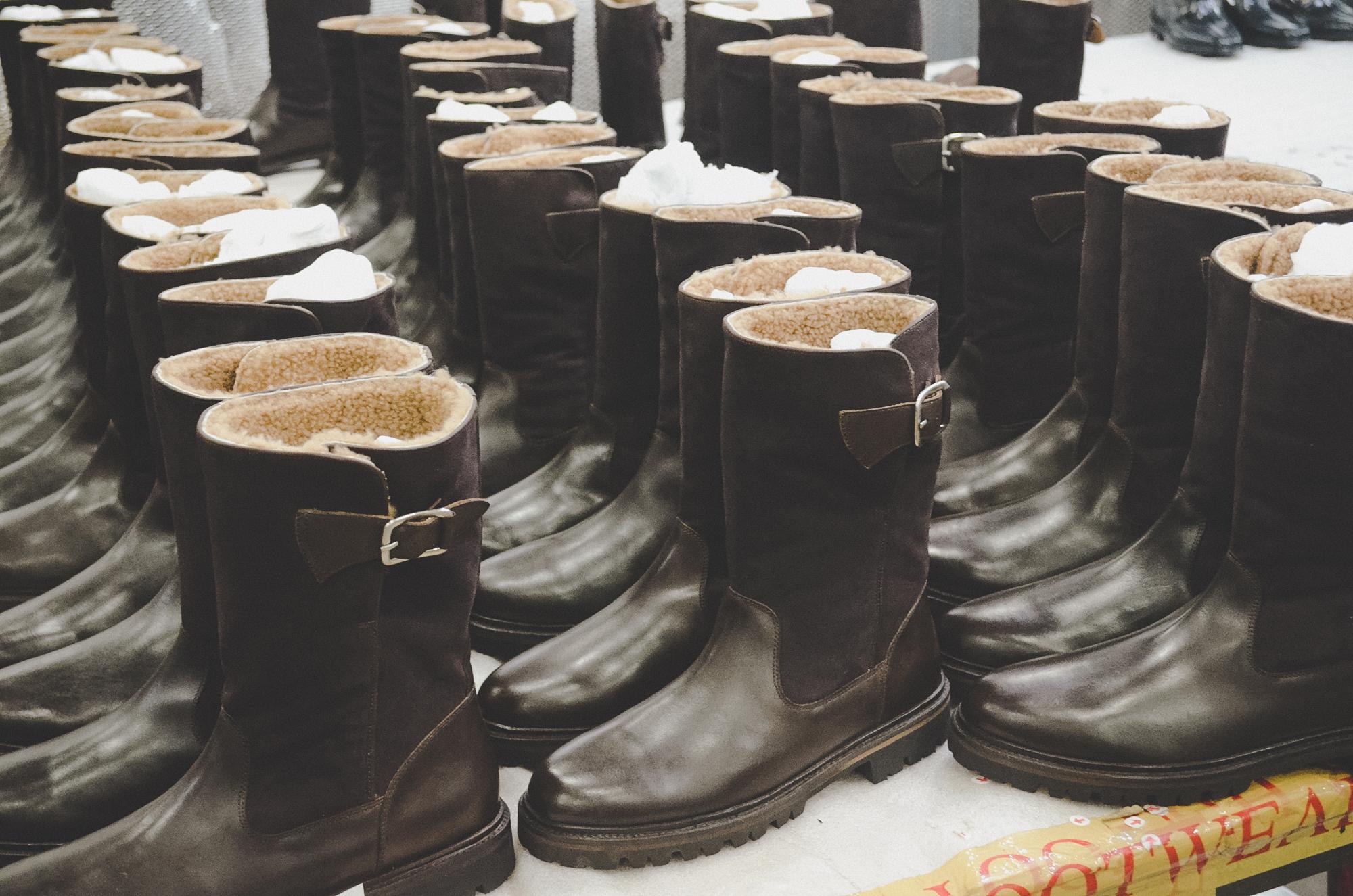Nơi robot không thay thế được con người: 150 nhân công, 300 đôi giày thủ công cao cấp mỗi ngày và ước mơ khởi nghiệp của doanh nhân Miền Tây sinh năm 1976 - Ảnh 2.