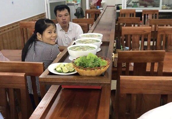 Phở 4.0 Yên Bái, lẩu 4.0' Bình Dương: Tương lai những người làm bồi bàn, phục vụ thất nghiệp bởi công nghệ sẽ không còn xa ở Việt Nam? - Ảnh 2.