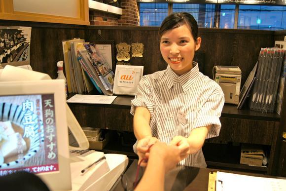 Chuyện sinh viên Việt Nam làm thêm trong các quán rượu bình dân trên đất Nhật - Ảnh 1.