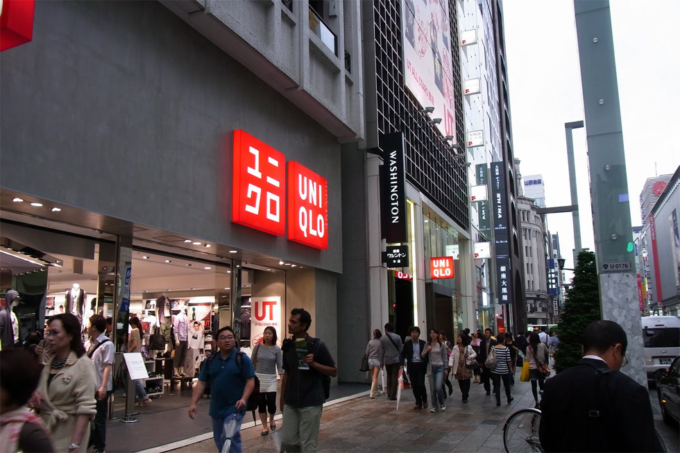 Chẳng ai khen đồ Uniqlo đẹp, hợp mốt, nhờ đâu nhà bán lẻ thời trang Nhật vẫn leo lên top đầu thế giới, đe dọa ngôi vương của H&M, Zara? - Ảnh 5.