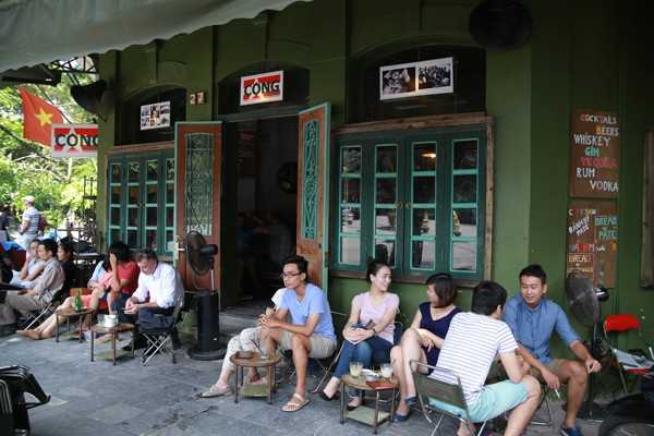 Ở Cộng Cà phê, mọi thứ không mới, cũng không lạ, vừa cũ, lại vừa quen