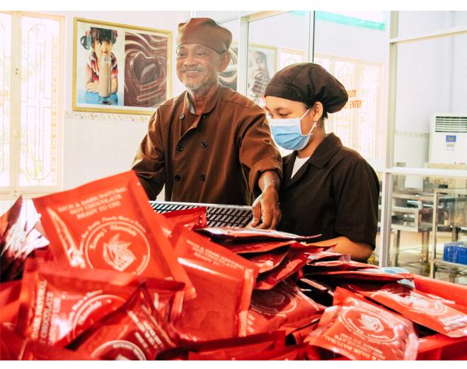 Ông già miền Tây khởi nghiệp tuổi 65: Tôi là người Việt Nam, tôi cũng biết làm socola, mà tại sao để mất vinh dự - Ảnh 12.