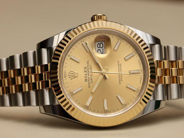 Cận cảnh chiếc đồng hồ Rolex Datejust.
