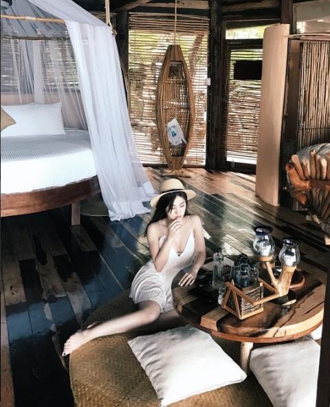Trinh Hoàng gây ấn tượng với sắc vóc quyến rũ, nóng bỏng.